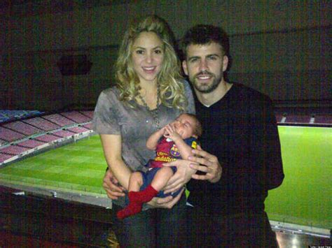 Shakira, Gerard Pique's First Family Portrait With Baby