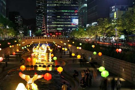Eating late at night in Seoul: Cheonggyecheon Café Street
