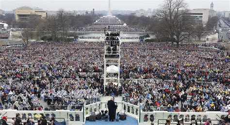 Trump to hang photo of inauguration crowd in front of