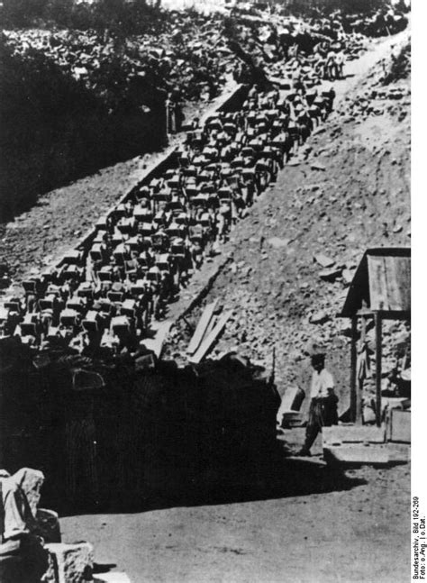 [Photo] Mauthausen Concentration Camp prisoners working in