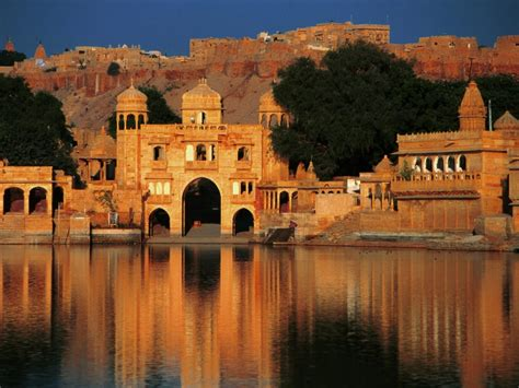 Top 10 Most Beautiful And Breathtaking Places In India